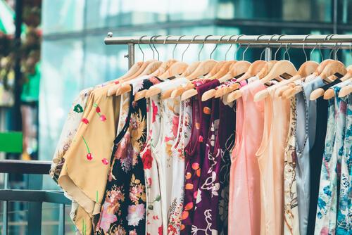 色とりどりの洋服