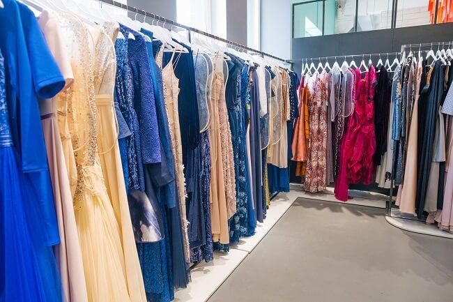 たくさんのドレス